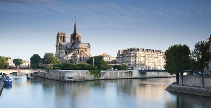 Parcourir les sites touristiques de paris en taxi moto for Lieux touristiques paris