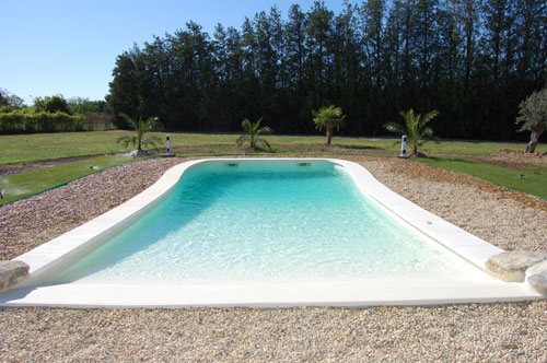 La piscine en coque polyester la mesure de vos for Comparatif piscine coque ou beton