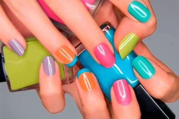 vernis ongles quelle couleur de vernis choisir magazine de l 39 aube. Black Bedroom Furniture Sets. Home Design Ideas